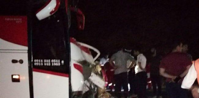 تصادف خونین اتوبوس و کامیون در نورآباد