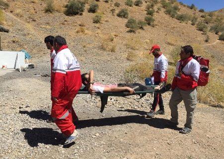 تیم امداد و نجات کوهستان دریاچه گهر جان یک گردشگر را نجات دادند
