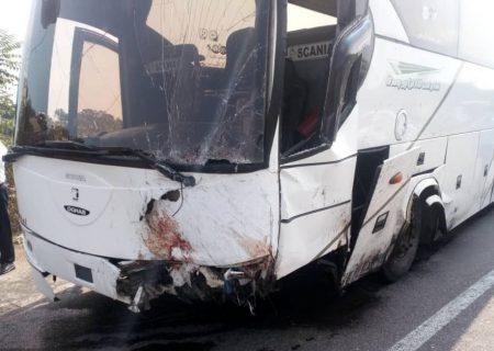 زخمی شدن ۱۴ نفر در تصادف اتوبوس گردشگران بیشه