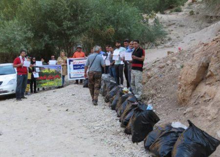 آبشار آبگرمه دورود توسط انجمن ناجیان اشترانکوه پاکسازی شد